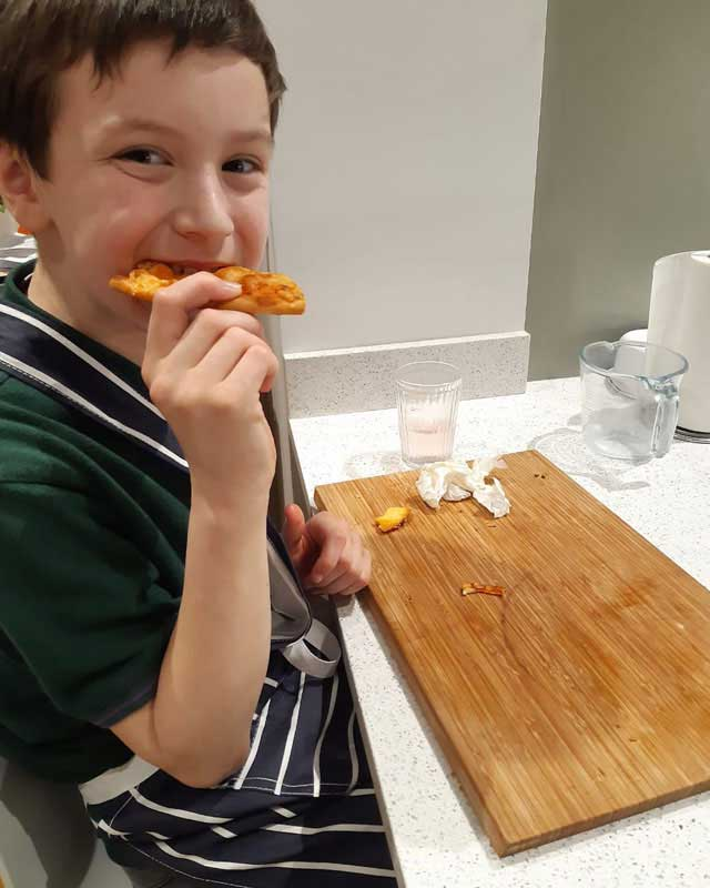 cubs eating pizza