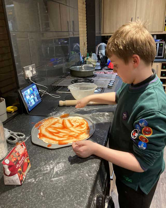 cubs preparing pizza for cooking